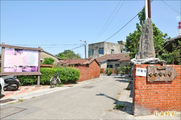 苗栗縣頭份市蘆竹湳社區,保留了53戶的紅磚厝,成為地方特色。(記者彭健禮攝)