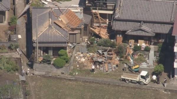 泰利颱風吹倒房屋。(圖取自NHK)