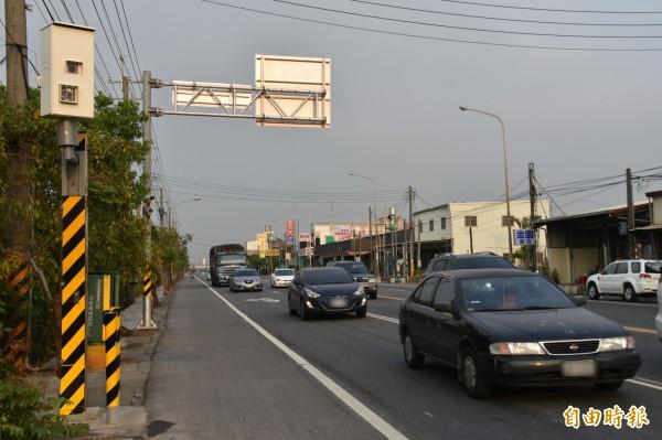 省道台28線3.7公里至9.2公里,6支測速照相機調整為4支,限速也統一為60公里。(記者蘇福男攝)