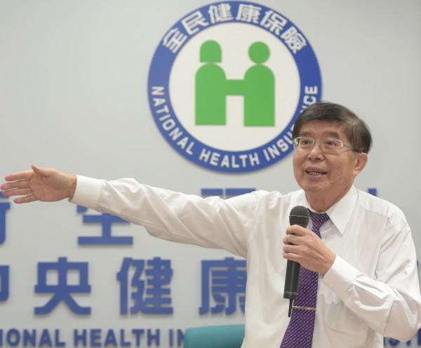 健保署長李伯璋19日說明林口長庚醫院子宮鏡濫用調查結果。(記者張嘉明攝)