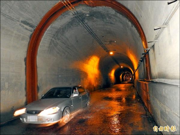 卓社隧道滲水問題影響部落居民通行與觀光遊憩品質。(記者佟振國攝)