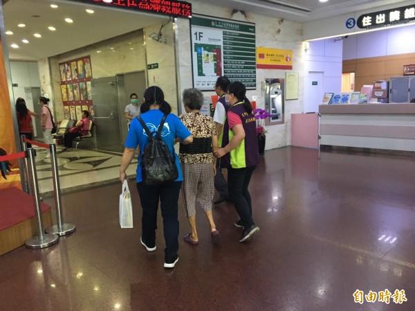 台中市社會局今年全面推動長照2.0,要朝向一行政區至少一個甚至多個社區整體照顧服務體系,讓長者獲完善的照護。(記者蘇金鳳攝)