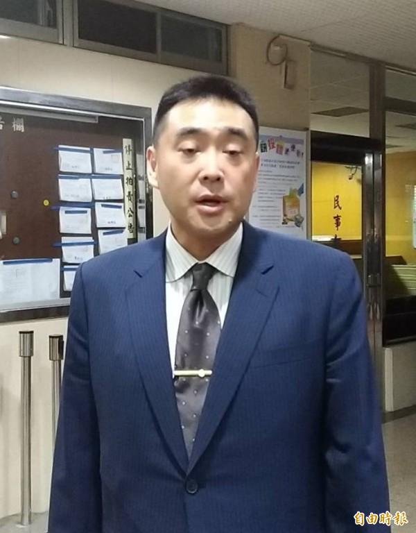 華南銀行副董事長林知延為妨害秘密出庭,希望妻子吳欣盈放下過去、放眼未來。(記者張文川攝)