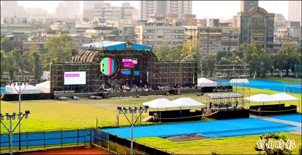 中國選秀節目「中國新歌聲」24日在台大田徑場舉辦演唱會。(記者廖振輝攝)