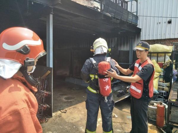 彰化秀水今天傳出烤漆工廠火災,還好迅速撲滅。(記者劉曉欣翻攝)