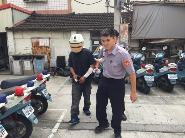 陳男遭警方移送法辦。(記者李忠憲翻攝)