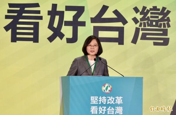 蔡英文難得語氣強烈地說,「台灣人民沒有欠民進黨!」她要請所有的黨員同志記得這句話。(記者羅沛德攝)