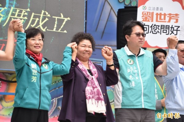 陳菊力挺劉世芳(左)接棒高雄市長,完成高雄百年大業。(資料照,記者蘇福男攝)