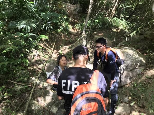 失蹤的中國籍王姓婦人已在大禮部落被找到,生命徵象穩定。(花蓮縣消防局提供)