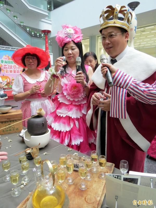 東海國際藝術節推出手作課程,可體驗茶道文化。(記者張菁雅攝)