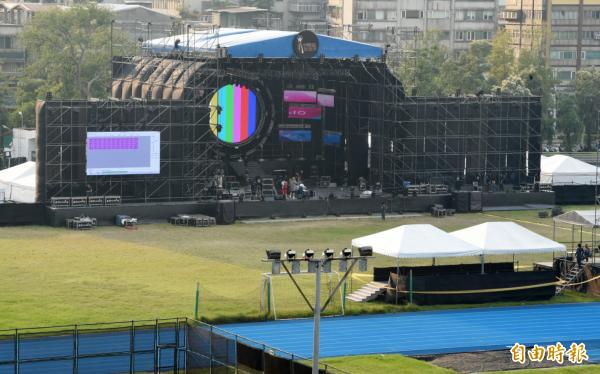 日前在台大舉辦的「中國新歌聲」從原本的草皮爭議,演變成濺血事件(記者廖振輝攝)