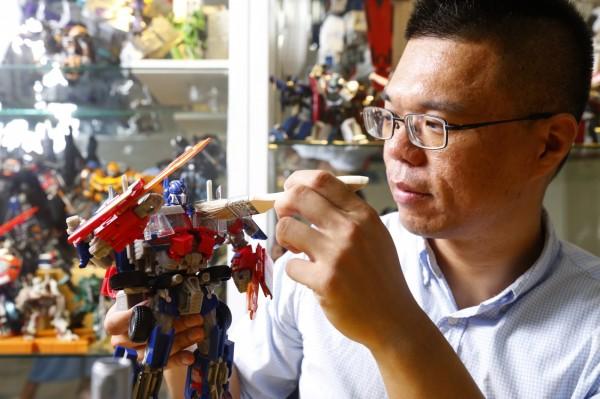 變形金剛收藏達人Anderson擁有約500隻變形金剛,希望透過收藏的變形金剛模型,讓更多人認識電影世界以外的變形金剛。(記者臺大翔攝)