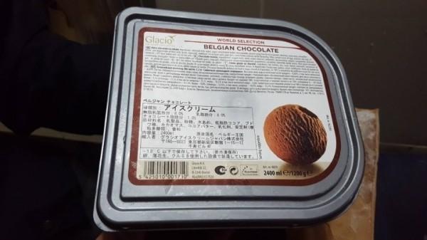 比利時蜂鳥冰淇淋Glacio,其台灣代理商遭北市衛生局查獲貯存逾期「BELGIAN CHOCOLATE」。(北市衛生局提供)