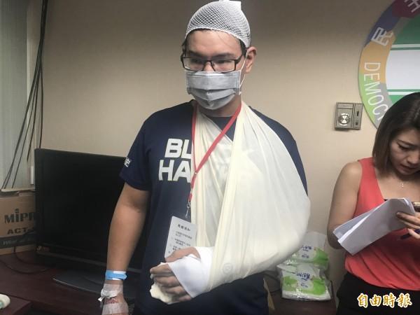 遭統促黨暴打的台大學生張耿維在電視節目電話連線中指出,他疑似遭到統促黨員尾隨跟監。(資料照,記者郭安家攝)