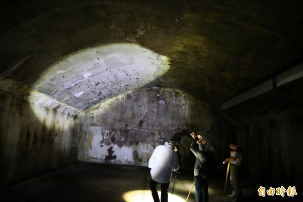 屏科大校地藏碉堡,文資專家現勘,揭開二戰軍事遺構面紗。(記者邱芷柔攝)
