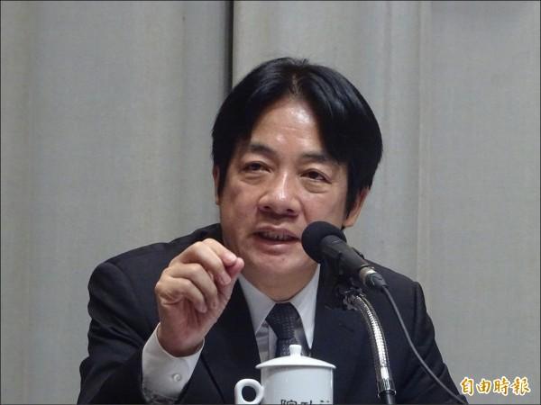 賴清德昨在行政院「加速投資台灣專業會議」會後記者會,對務實台獨說進一步表示,台灣是一個國家,這是事實。因為國家的組成元素是人民、土地與主權,台灣這個國家的名稱叫中華民國。(記者李欣芳攝)