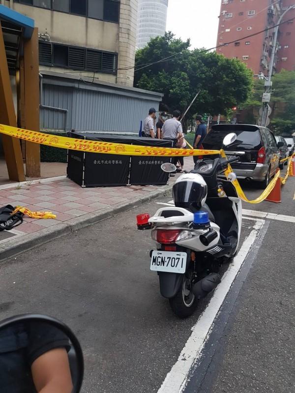 議員李新驚傳在北市安和路某棟大樓墜樓身亡。(記者邱俊福翻攝)