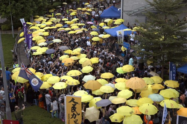 香港雨傘運動今日滿3週年,有團體在金鐘地區舉行集會紀念。(美聯社)