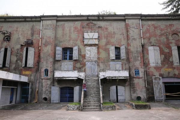 大碉堡又稱山洞,1919年完工,最早為日本海軍的電信所,在海軍白色恐怖時期主要拘禁最低軍階的海軍相關人員。(記者潘自強攝)