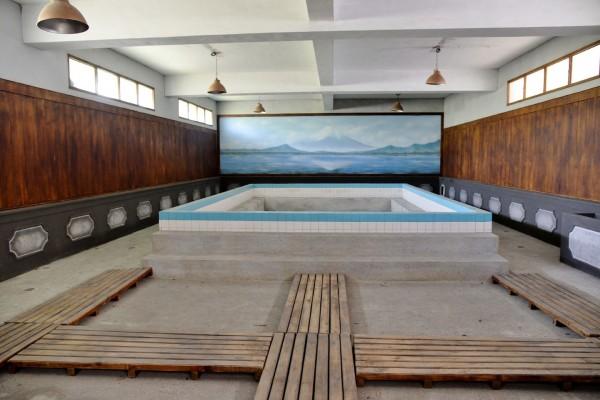 電影《KANO》所架設的劇中澡堂場景,在海軍明德訓練班時期亦為澡堂使用。(記者許麗娟攝)
