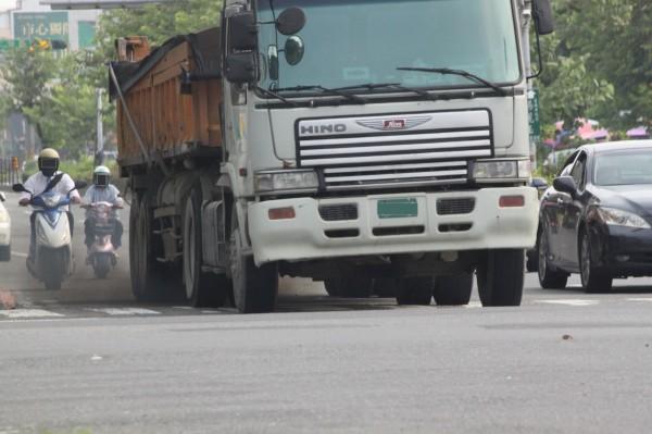 台南市環保局表示,加強港區、部分工業區空氣品質淨區的攔檢力道。(記者邱灝唐翻攝)