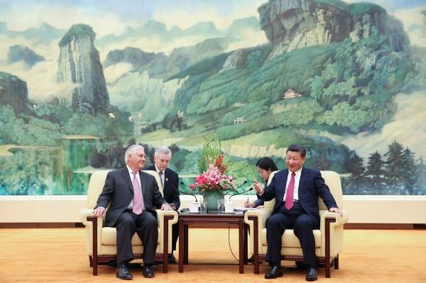 美國國務卿提勒森(Rex Tillerson)為了北韓問題出訪中國北京,他今天(30日)受訪時談到,美國與北韓已有能夠直接溝通的管道。(路透)
