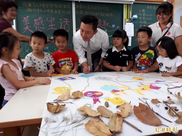 新竹市長林智堅宣布明年8月起,將加碼補助4歲的幼童教育津貼每年3萬元。(記者洪美秀攝)