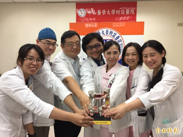 中山附醫大腸直腸癌治療團隊提供整合醫療。(記者蔡淑媛攝)