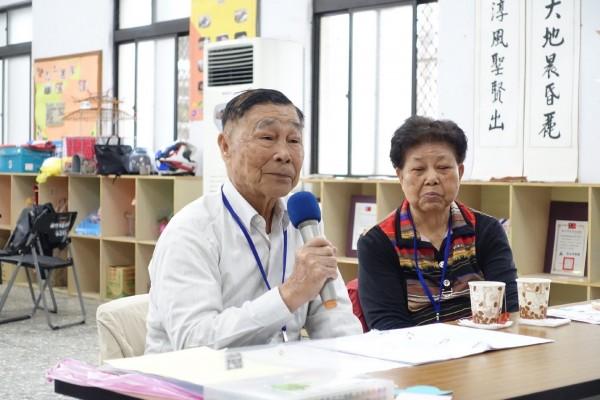 87歲的蔡敏三(左)與80歲妻子蔡張玉雪(右)相守近一甲子。(記者王駿杰翻攝)