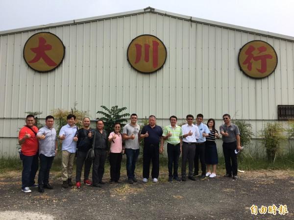 馬來西亞首相東亞特使張慶信(右六)率團參訪,對雲林農業發展讚聲連連。(記者廖淑玲攝)