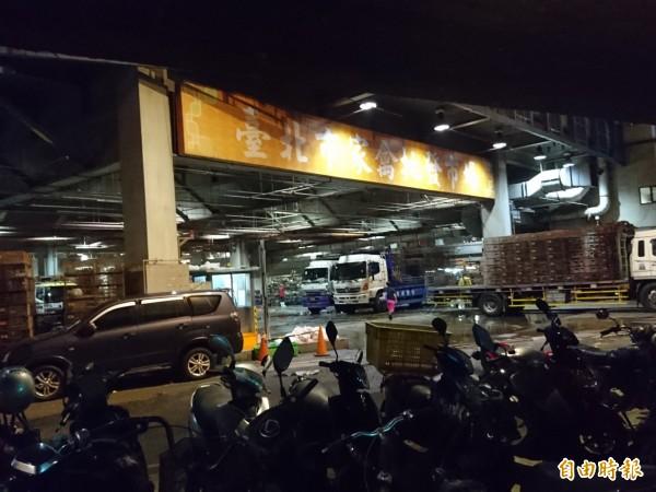 台北市家禽市場傳出命案,一名移工陳屍電梯井。(記者王冠仁攝)