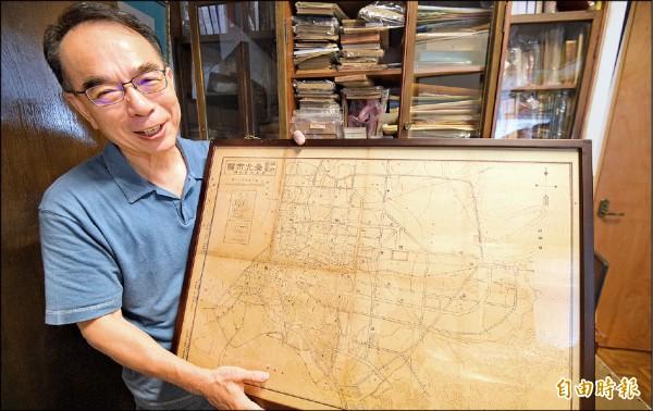 林于昉收藏的民國35年台北市地圖。(記者張嘉明攝)