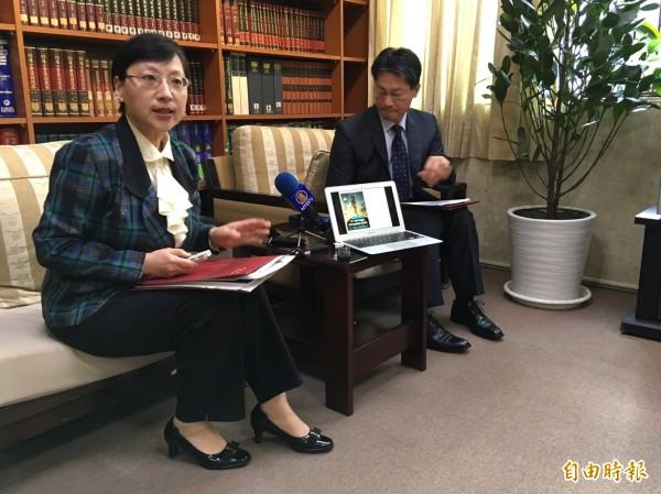 外交部歐洲司司長高安(左)出席外交部例會。(記者呂伊萱攝)