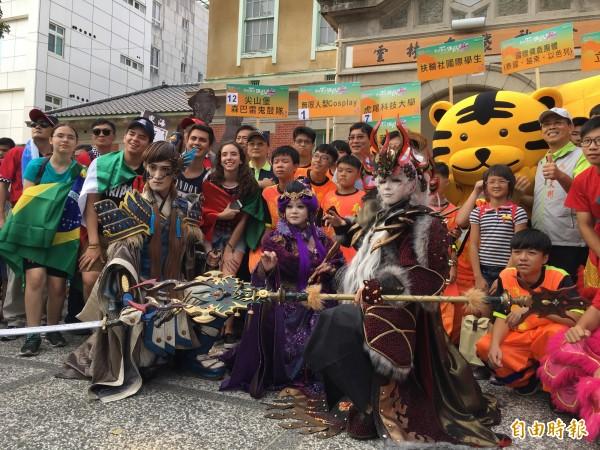 cosplay踩街嘉年華活動,有濃濃的國際味。(記者詹士弘攝)