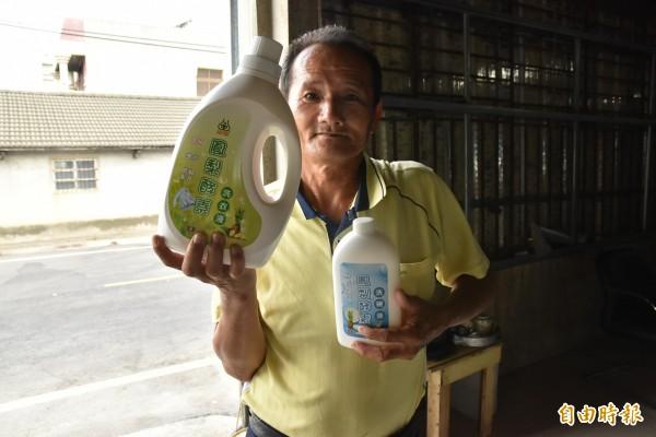 雲林縣二崙農產生物科技生產合作社理事主席廖金柱花了5年成功研發鳳梨酵素清潔液。(記者黃淑莉攝)