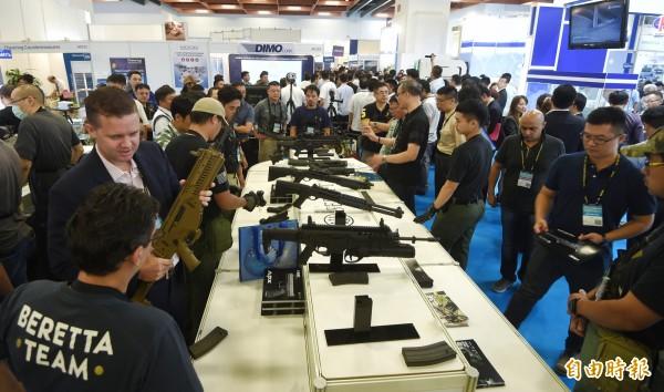 據傳菲律賓警政委員會(Napolcom)上個月曾派員來台,參加「2017台北國際航太暨國防工業展覽會」,希望能採購高雄205兵工廠的5.56公厘步槍子彈。(資料照,記者方賓照攝)