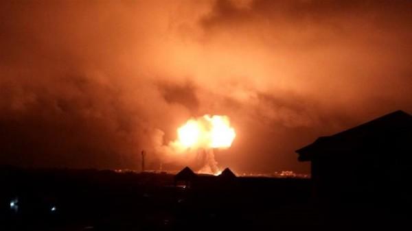 非洲迦納於週六晚間傳出嚴重2次爆炸案,一輛油罐車在天然氣加氣站爆炸,連對面加油站也被波及。(圖取自《Aljazeera》)