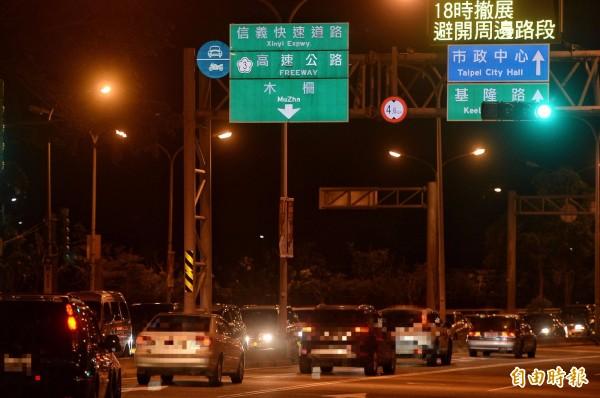 「信義快速道路」為禁行機慢車的一般道路。(記者林正堃攝)