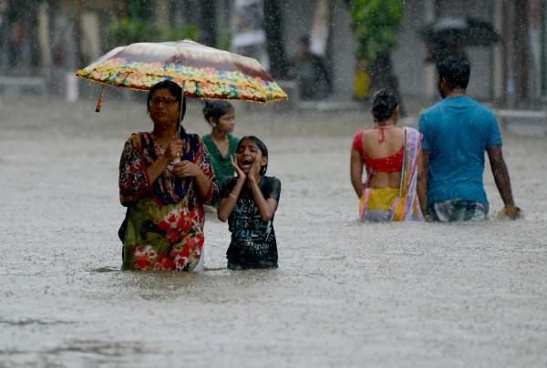 聯合國於今(10)日稍早對亞太地區發出氣候災害的警告,表示未來天然災害的破壞潛力可能更強大,同時呼籲各國在減低極端氣候帶來的天災有所作為。圖為印度大淹水。(法新社)