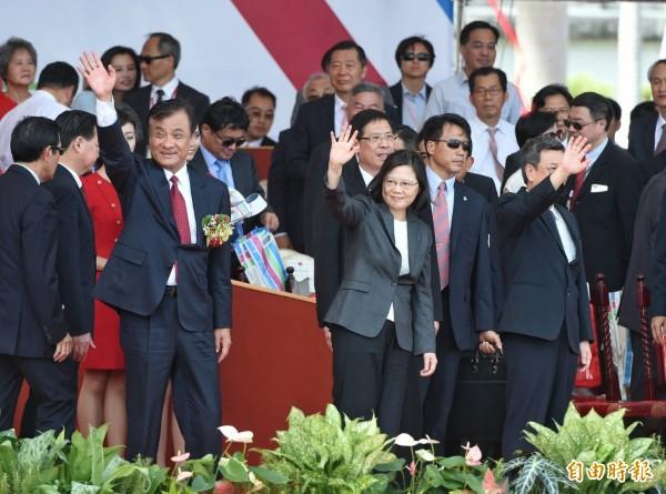 蔡英文總統在國慶演說中表示,我們是解決問題的政府。(記者方賓照攝)