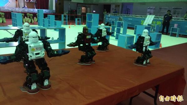 機器人大跳電音舞。(記者廖淑玲攝)