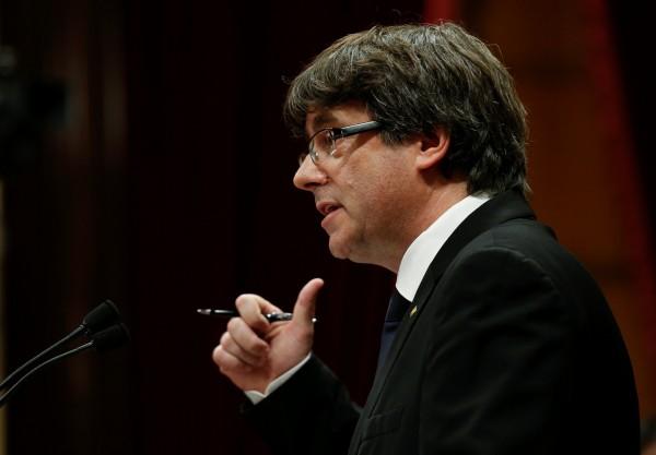加泰隆尼亞自治區獨派主席普伊格蒙特今天並未宣布脫離西班牙獨立,反而轉向訴諸國際,爭取與西班牙對話。(路透)