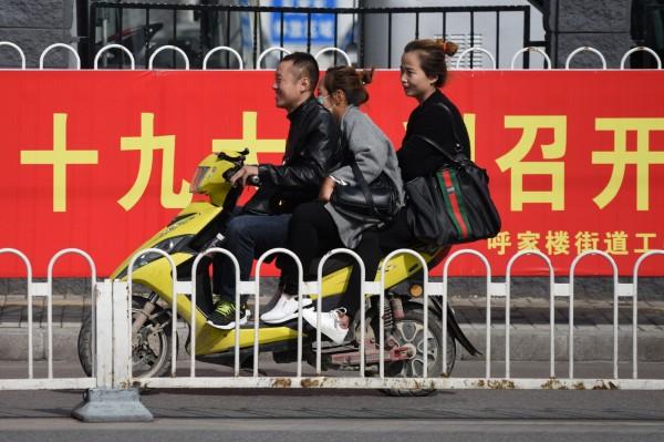 中共十九大將在北京召開,官方祭出各項措施維穩,確保大會順利進行。(法新社)