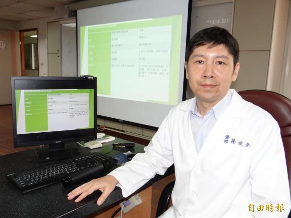衛福部台南醫院中醫科醫師楊俊奎表示,顏面神經麻痺愈早治療效果愈好,最好是發病後能馬上治療。(記者王俊忠攝)