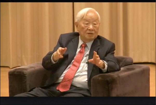 台積電董事長張忠謀昨赴中央研究院,以「我的旅程」為題發表演講。(取自臉書)