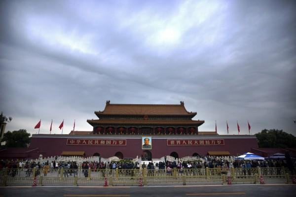 中共為了十九大,北京全城草木皆兵,連民眾要自助加油都不行。(美聯社)