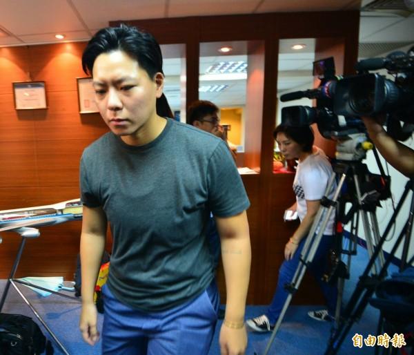 東晟旅行社郵輪旅行團,在中國遭遇土石流,已知3死2傷。家屬到東晟旅行社瞭解狀況。(記者王藝菘攝)