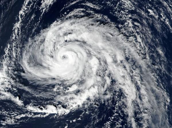 颶風奧菲利雅直撲英國及愛爾蘭,最大陣風可來到時速115英里,將是愛爾蘭近50年來所面臨威力最強的颶風。(法新社)