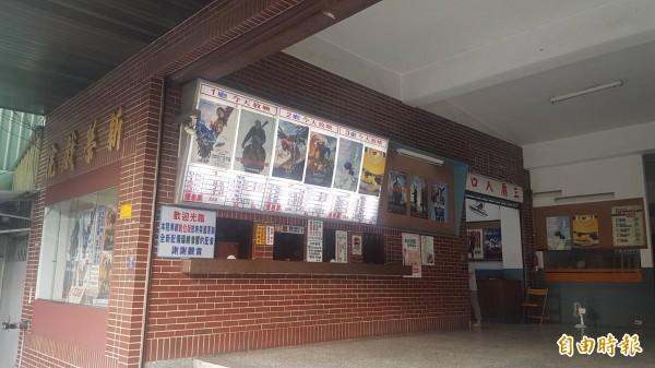 新榮戲院是嘉義市唯一一家二輪片戲院,陪伴嘉義人35年。(記者丁偉杰攝)