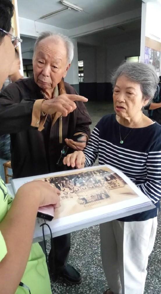 新榮戲院創辦人江金富及妻子陳金滿。(郭盈良提供)